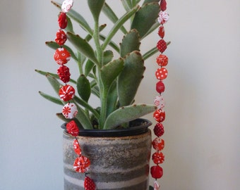 Handmade red and white fabric fuxico necklace