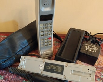 VINTAGE Motorola cell phone / Mid-Century Mobile cellular phone / VTG By MOTOROLA Mobile phone