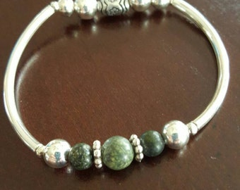 Green and silver charm stretch bracelet