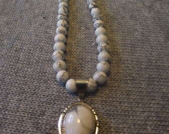 Beatiful Howlite and Sterling Silver Necklace 18 inches.