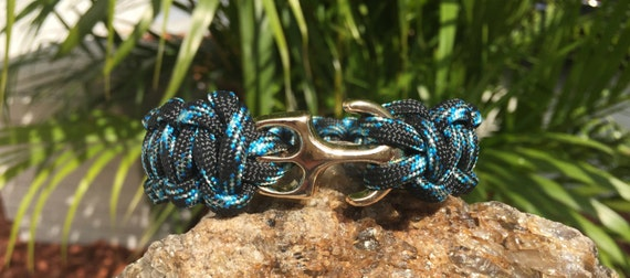 Anchor Paracord Bracelet, anchor clasp in gold, it does not get more beach nautical than this