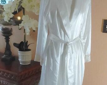 Satin White Bridal Robe/Jones New York/Size small-medium Lace and Satin