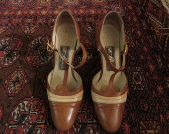 Vintage 70s Beige Leather Mary Janes - Size 36