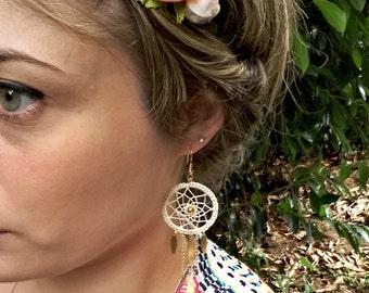 Golden earrings DREKA / various colors / weaving in cotton embroidery thread / catcher-dreams / dreamcatcher / inspiration NAVAJO
