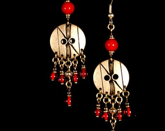 Eearrings made of alpaka(New-silver)brass and glass beads.
