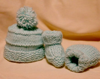Pom Baby Hat and Bootie Set