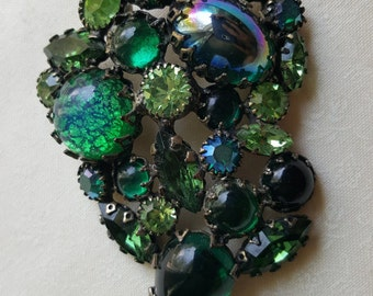 Vintage Medallion-shape Emerald Green Rhinestone Broach/Pin-prong stones in Kelly, Lime,& Evergreen. 1940's-1950's/Antique Gold Tone Metal