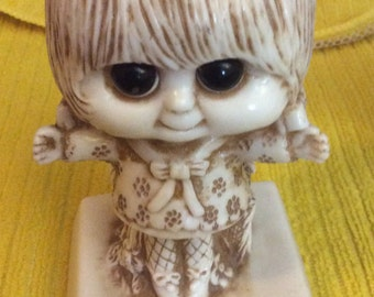 W&R Berries Statue 729  I Love You This Much  big eyed girl sillisculpts