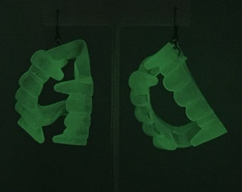 Glow-in-the-Dark Vampire Teeth