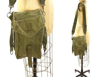 60s Army Messenger / Vintage 1960s US Military Medium Shoulder Bag / Green Cotton Canvas / Flap Closure / Adjustable Shoulder Strap