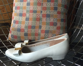 Salvatore Ferragamo white leather bow shoes US Women's 8.5 AAA