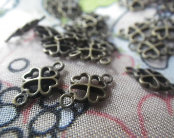 Clover Connectors Antiqued Brass Pendants 12x7mm 10 Pcs