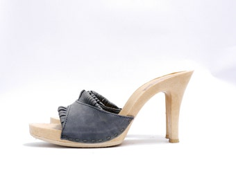 Size 8.5 9N // 70s Mules // Made in Italy // Grey Blue Suede Pumps// Platform Heels// 110