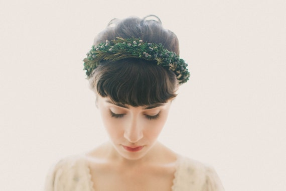 Winter wedding headpiece, Juniper and cedar hair crown, Woodland bridal hair wreath, Woodland hair crown, Natural bridal crown - JUNIPER