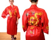 RESERVED !! -- Dragon's Fire, 80s Kimono, Dragon Robe, Crimson Red Embroidered Satin Asian Robe, Golden Bee Asian Kimono, Chinese Kimono