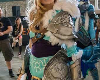READY MADE - Dota Crystal Maiden Charge of the Tundra Warden Cosplay - XS
