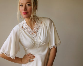 1970s Angel Sleeve Wedding Dress~Size Extra Small to Small