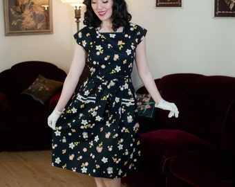 Vintage 1950s Dress - Black Floral Print Cotton Swirl Wrap Day Dress with Large Hip Pockets