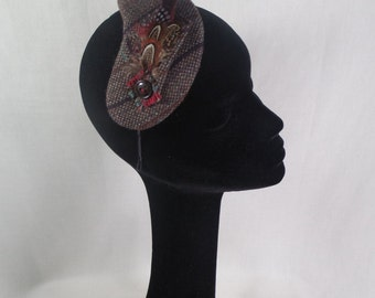 A Scottish tweed headpiece and matching brooch