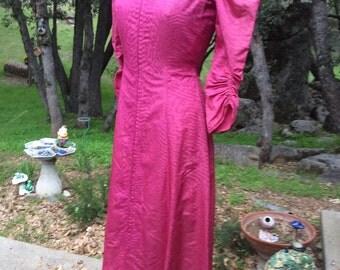 1930 Vintage watermark ribbon taffeta raspberry ruching zipper intricate design lounge hostess robe gown s m