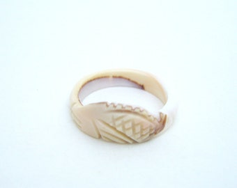 Vintage Hand Carved Conch Shell Ring Size 4.5