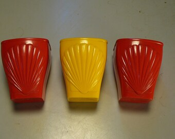 Vintage Shell Oil Ad Shot Glasses Cups Polypropylene Red Yellow