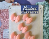 VINTAGE 1940s Buttons Prevue Cute Pink Bow on original Card x 5