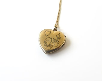 SALE-Vintage Sweetheart Locket c.1940s