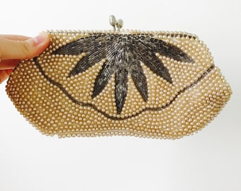 Vintage 1930s Faux pearls purse/Evening bag/Clutch/Beaded flower