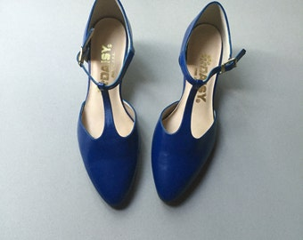 7.5 deadstock never worn NWOT mary janes vintage blue vinyl vegan 80s t-strap DAISY pumps heels shoes 7 women kawaii preppy dance t strap