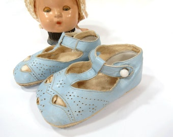 Baby Blue Button Girl's Shoes, Cut Out Design, Vintage Leather T-Strap Toddler Slippers, Original Box, Mrs. Day Ideal Baby Shoes