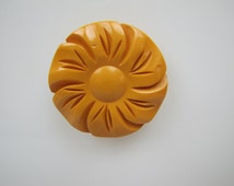 Art Deco Butterscotch Bakelite Flower Brooch. 1930s Carved Bakelite Yellow Daisy. Early Collectible Genuine Period Bakelite Jewelry