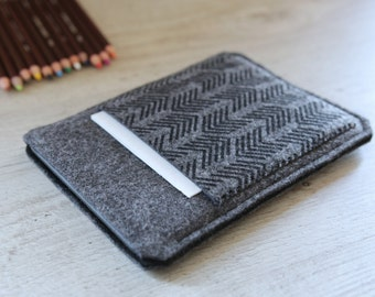Kindle Fire, Kindle Voyage, Kindle Paperwhite case cover sleeve handmade dark felt and black with pocket and arrow pattern
