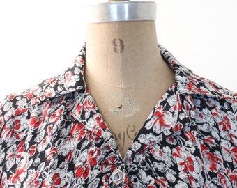 10 DOLLAR SALE! // handmade floral print blouse - short sleeve ladies top / 60s black & red floral blouse - floral top / summer blouse