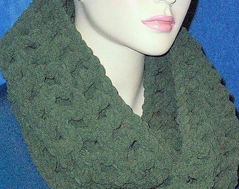 Forest Green Crochet Infinity Scarf,  Chunky Infinity Scarf, Crochet Scarf, Infinity Scarf, Chunky Scarf, Green Crochet Scarf, Fall Scarf