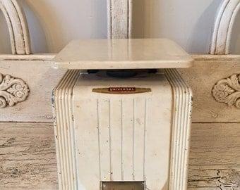 Vintage Kitchen Scale - Universal
