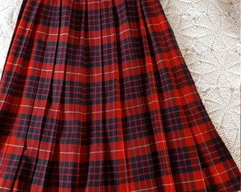 Vintage 1960s German Plaid Wool Skirt. Irene Ludwig. Med.