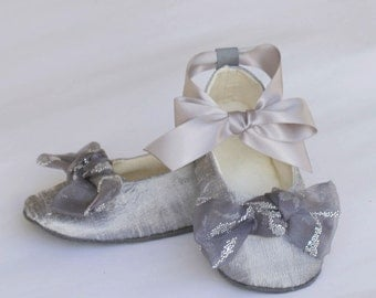 Silver Silk Flower Girl Shoe, Platinum Toddler Ballet Slipper,  Silk Baby Shoe,  Ballet Flat, Little Girls Wedding Shoe, Bootie, Baby Souls