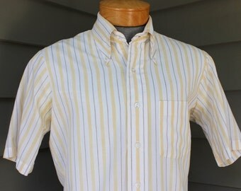 vintage 1970's -Arrow 'Getaway'- Men's short sleeve shirt. Big button down collar. Woven stripe chambray. Medium 15 1/2