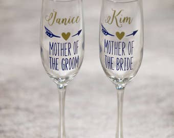 Mother of the Bride, Mother of the Groom custom toasting flutes. Gift idea champagne. Personalized Wedding party gift heart & arrow design.
