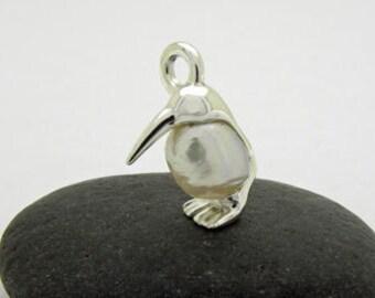 Kiwi pendant in silver with pearl