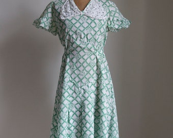 1930s Green cotton floral wreath day dress