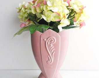 Vintage Pink Ceramic Tulip Vase - Fredericksburg Pottery - Art Deco Style Scrolled Feather