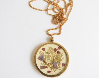 Pressed Flower Cameo/ Vintage Preserved Flower Pendant / Dried Flowers / Victorian