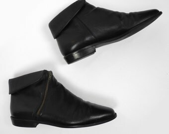 Enzo Angiolini black leather ankle boots / 1980's vintage bootiess / women's size 6.5