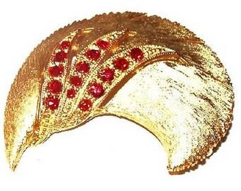 "Holiday Red Rhinestone Brooch Signed JJ Swirl C Design Gold Metal 2"" Vintage"