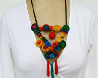 Bold Swirl necklace, Statement bib pendant, Felted short necklace, Abstract colorful bib, Bright accessory, Wire wrapped necklace, Unique