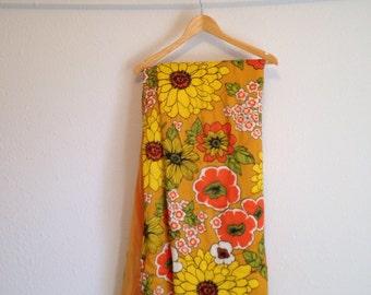 """Vintage Bedspread, Vintage Comforter, Vintage Bedding, Floral Bedding 62"""" x 66"""""""