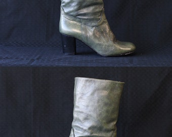Vintage distressed green Italian leather ankle height chunky mid heel boots Size 7