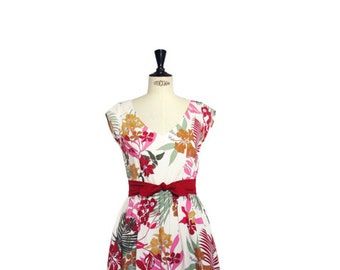 1950s style summer dress, floral print dress, Hawaiian print, V-neckline